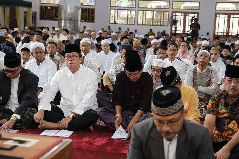 Wakil Gubernur Sulut Drs Steven OE Kandouw saat menghadiri Sholad Ied Idul Fitri di Masjid Raya Ahmad Yani Manado, Rabu (05/06/2019) pagi