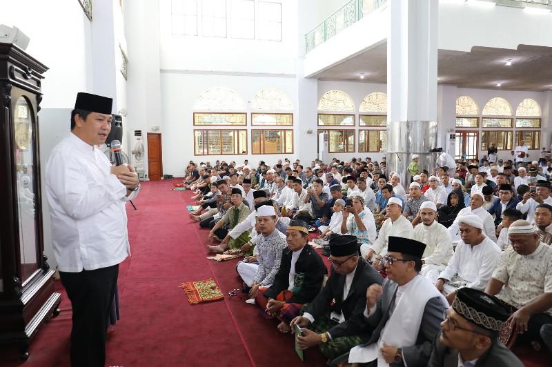 Wagub Drs Steven OE Kandouw saat menyampaikan ucapan selamat atas nama Pemprov Sulut pada Umat Muslim di Sulut