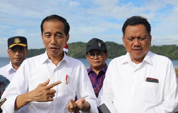 Presiden Joko Widodo memberikan keterangan kepada wartawan terkait langkah langkah yang harus dilakukan terhadap rencana pengembangan KEK Pariwisata Tanjung Pulisan Likupang