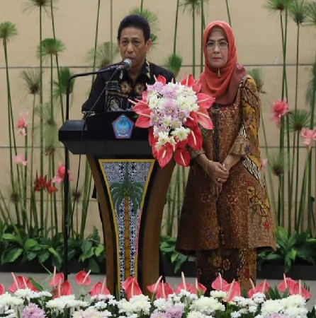 Andi Muh Iqbal Arief SH MH dan Istri