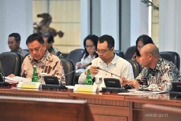 Gubernur Olly Dondokambey SE saat mengikuti Rapat Terbatas di Kantor Presiden Jakarta, Senin (15/07/2019) sore