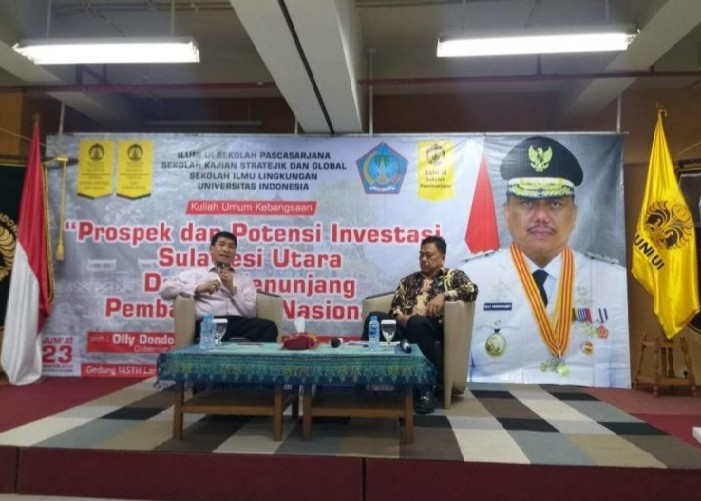 Dipandu Moderator Diskusi, Gubernur Olly Dondokambey SE memberi penjelasan atas pertanyaan dari peserta Kuliah Umum di Universitas Indonesia