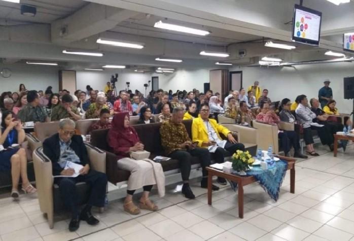 Para peserta Kuliah Umum mendengarkan secara seksama pemaparan materi yang dibawakan Gubernur Olly Dondokambey SE