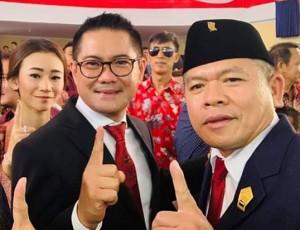Joune Ganda bersama istri tampak menghadiri undangan pelantikan anggota DPRD Minut periode 2019-2024.