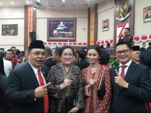 Fabian Kaloh anggota DPRD Sulut yang adalah birokrat handal dari Kota Bitung ikut pose bersama Wakil Ketua DPD PDIP Joune Ganda.