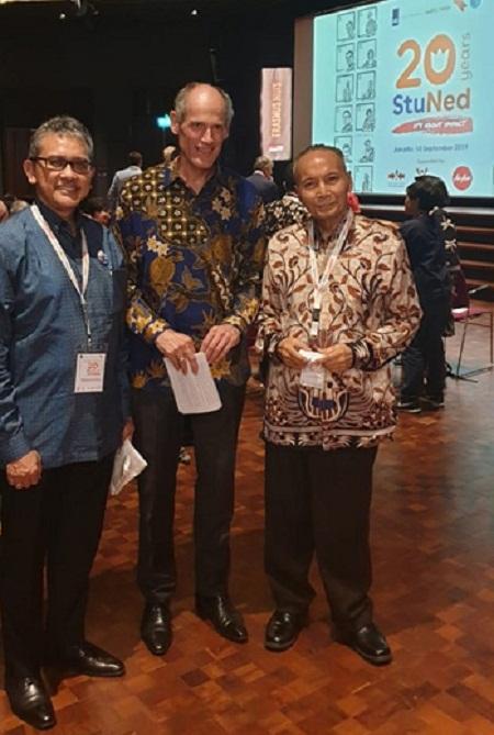 Bpk Bambang, Mantan Atache Pendidikan di KBRI Belanda yang kini aktif lagi di UGM, Bpk Dubes Belanda (tengah) dan Bpk Wardiman, Mantan Mendikbud RI.