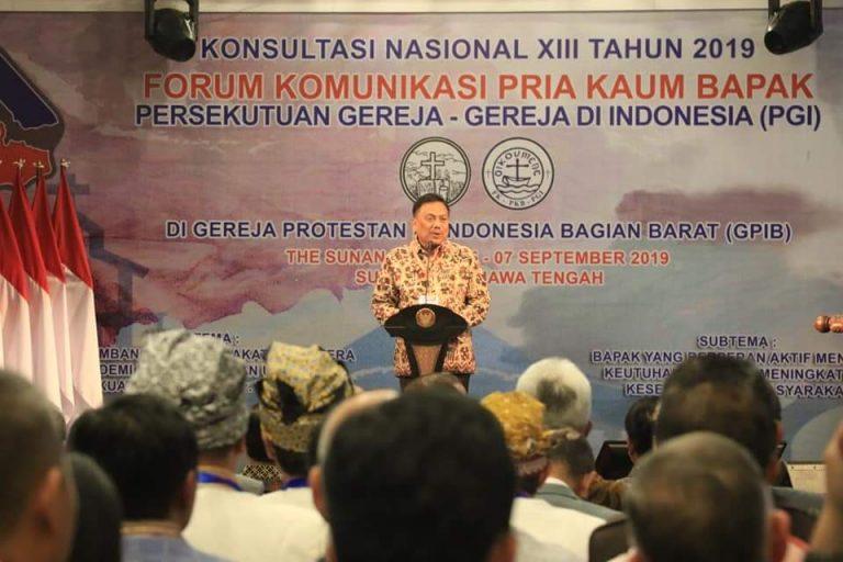 OLLY DONDOKAMBEY SE, Ketua FK PKB PGI yang juga Gubernur Sulawesi Utara saat membawakan sambutan pada acara Pembukaan Konas XIII FK PKB PGI