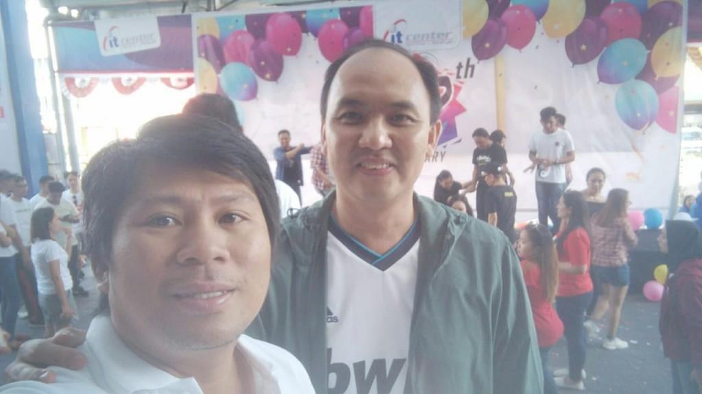 Ketua Panitia T.R.Ngantung.SE dan Owner ITCenter manado Jimmy Asiku saat Celebration ITCenter ke 12 tahun