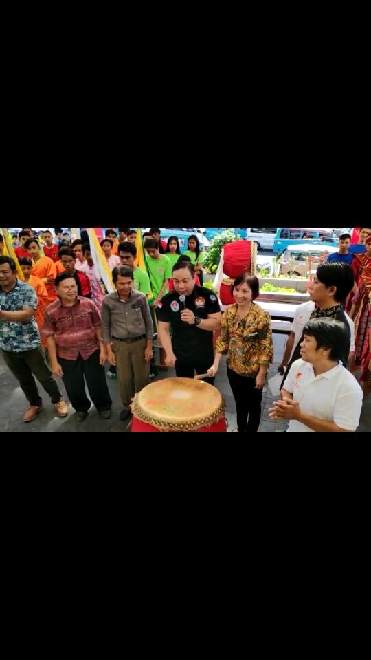 Pembukaan Perlombaan Festival Barongsai Tradisional dibuka Sekretaris Formi Sulut Adv. E. K. Tindangen. SH