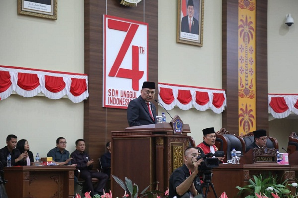 Gubernur Sulut Olly Dondokambey SE saat membawakan sambutan di Pelantikan Anggota DPRD Sulut Periode 2019-2024, Senin (09/09/2019)