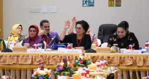 Ibu Rita Maya Dondokambey Tamuntuan saat dalam Rapat Dekranas 2019