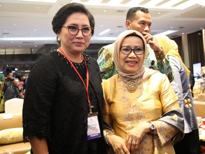 Ketua Umum Dekranas Ibu Mufidah Jusuf Kalla bersama Ketua Dekranasda Sulut Ibu Rita Maya Dondokambey Tamuntuan