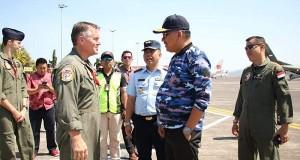 Gubernur Olly Dondokambey SE saat berbcang dengan pihak RAAF, Kamis (19/09/2019)