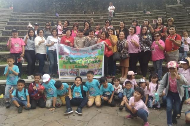 Keluarga Besar SD RK 13 St Paulus Manado (Kepsek, Guru, Siswa kelas 2 dan Orang tua Wali) pada kegiatan Study Tour Pekan Kreativitas, Sabtu (05/10/2019)