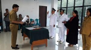 Pengambilan Sumpah Jabatan oleh Kepala Dinas Sosial dan Pemerintahan Masyarakat Desa