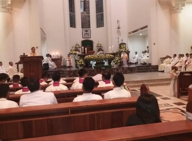 Uskup Manado Mgr. Benedictus Estephanus Rolly Untu MSC saat memberikan sambutan