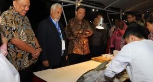 Menko Kemaritiman dan Investasi RI Luhut Binsar Panjaitan,  Xanana Gusmao (Timor Leste) dan Gubernur Sulut Olly Dondokambey SE saat berada di Jendela Indonesia dalam rangkaian AIS Forum 2019 di Manado.