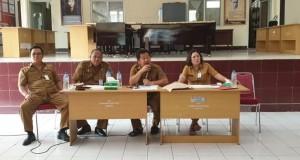 Kadis Kebudayaan Daerah Provinsi Sulut Fery RJ Sangian SSos MAP saat mematangkan persiapan Pameran Bambu 2019, Senin (18/11/2019)