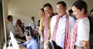 Gubernur Olly Dondokambey SE saat mendampingi Menteri Sosial RI Juliari Batubara, Senin (18/11/2019)