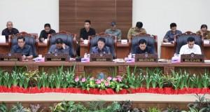 paripurna dalam rangka Penyampaian/Penjelasan Gubernur Sulut terhadap Ranperda tentang APBD Provinsi Sulut Tahun Anggaran 2020
