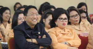 Sekdaprov Sulut Edwin Silangen SE MS bersama Ketua DWP Sulut