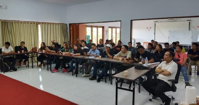 Para peserta Site Tour dari JIPS saat mengikuyi Induksi sebelum turun melihat operasional tambang