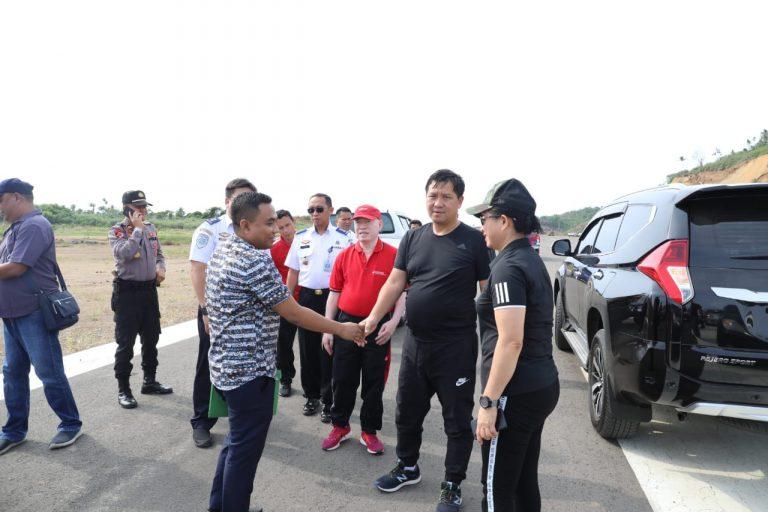 Wakil Gubernur Sulut Drs Steven OE Kandouw meninjau Bandara Pihise Siau, Rabu (04/12/21019) pagi