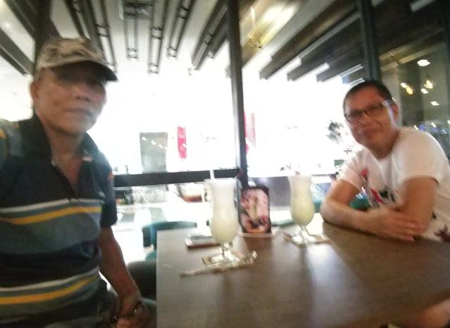 Ketua Bidang Penlat BP KBK-KM Lexie Kalesaran (kiri) dan Ketua Tim Kerja Johan Wewengkang saat membahas persiapan pelaksanaan Pelatihan dan Sertifikasi Tenaga Konstruksi KBK-KM Tahun 2019