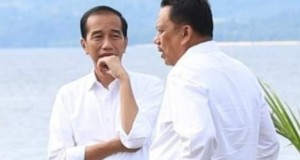 Presiden Joko Widodo dan Gubernur Olly Dondokambey SE saat berbincang di Tanjung Pulisan, KEK Pariwisata Likupang Timur Kabupaten Minahasa Utara.