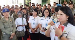 IR ERNI TUMUNDO MSI, Kepala Dinas Tenaga Kerja dan Transmigrasi Daerah Provinsi Sulut  saat menerima Pendemo, Rabu (15/01/2020).
