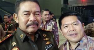 AKRAB: Tampak Ketua DPRD Minut Denny Kamlon Lolong foto bersama Kepala Kejaksaan Agung (Kajagung) Burhannudin saat