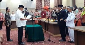 Gubernur Olly Dondokambey SE melantik Ir Diano Tino Tandaju MErg sebagai Kepala Perwakilan BKKBN Provinsi Sulut, Kamis (16/01/2020) sore