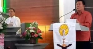 JENRY SUALANG SPD MAP, Kadis Kebudayaan Daerah Provinsi Sulut saat membawakan sambutan mewakili Gubernur Sulut Olly Dondokambey SE, Minggu (26/01/2020)