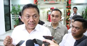 OLLY DONDOKAMBEY SE, Gubernur Provinsi Sulawesi Utara saat memberikan keterangan pers, Kamus (16/01/2020)