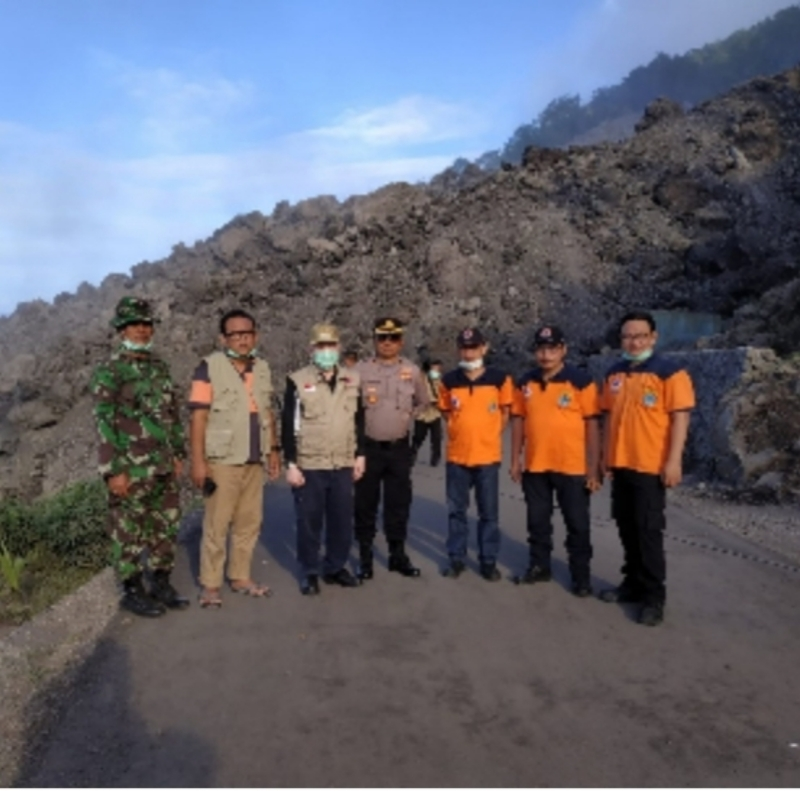Tim BPBD Sulut saat berada di lokasi dekat Gunung Api Karangetang Kabupaten SITARO