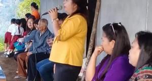 Hukum Tua Desa Picuan Satu bersama tokoh masyarakat, panitia pelaksana dan masyarakat desa saat ibadah di gedung baru SD LPM