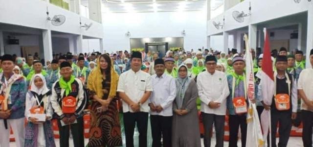 Melepas Jamaah Calon Haji di Asrama Haji Manado