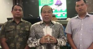 Walikota Bitung Max Lomban saat memberikan keterangan, Minggu (15/03/2020)
