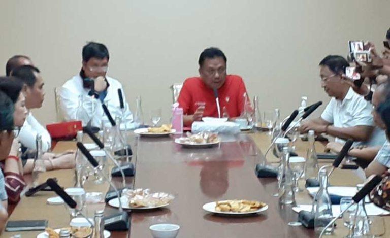 Gubernur Olly Dondokambey SE dan Wagub Drs Steven OE Kandouw saat Rapat Terbatas di Ruang Kerja Wakil Gubernur Sulut