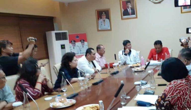 Sekretaris Daerah Provinsi Sulut Edwin Silangen SE dan pejabat teras Pemprov Sulut ikut mendengarkan pemaparan Gubernur Olly Dondokambey SE