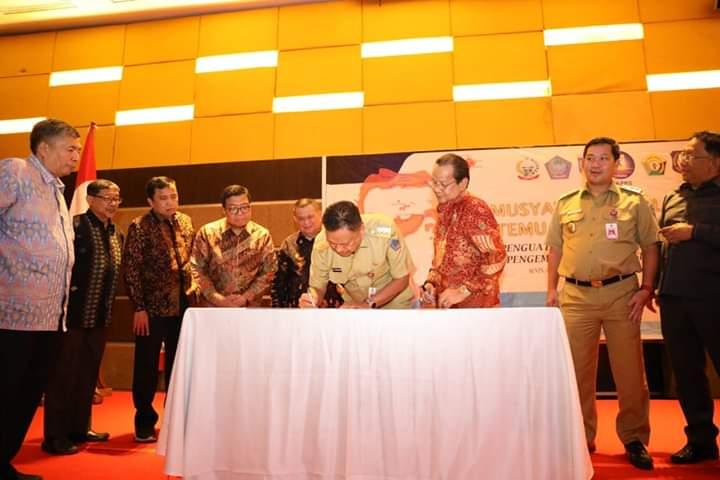 Penandatanganan dokumen untuk Pembangunan Sulawesi yang makin hebat ke depan