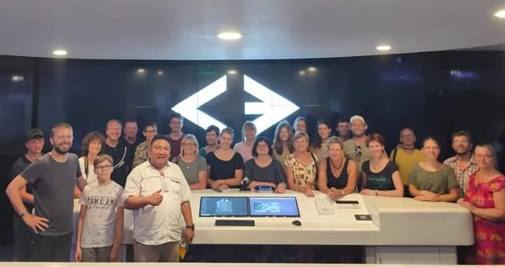 Kadis Kominfo Kota Manado Erwin Kontu SH bersama para Turis Jerman