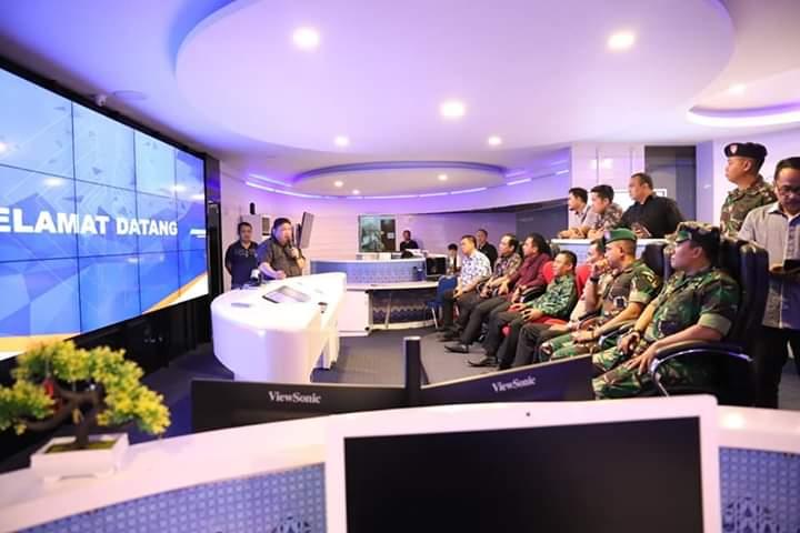 Suasana di Ruang Cerdas Command Center Pemkot Manado