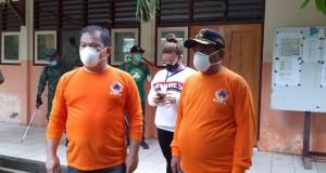 Bupati Elly Engelbert Lasut ME dan Wabup  Mochtar Parapaga saat turun lapangan terkait penyemprotan Disinfektan, Senin (23/03/2020)