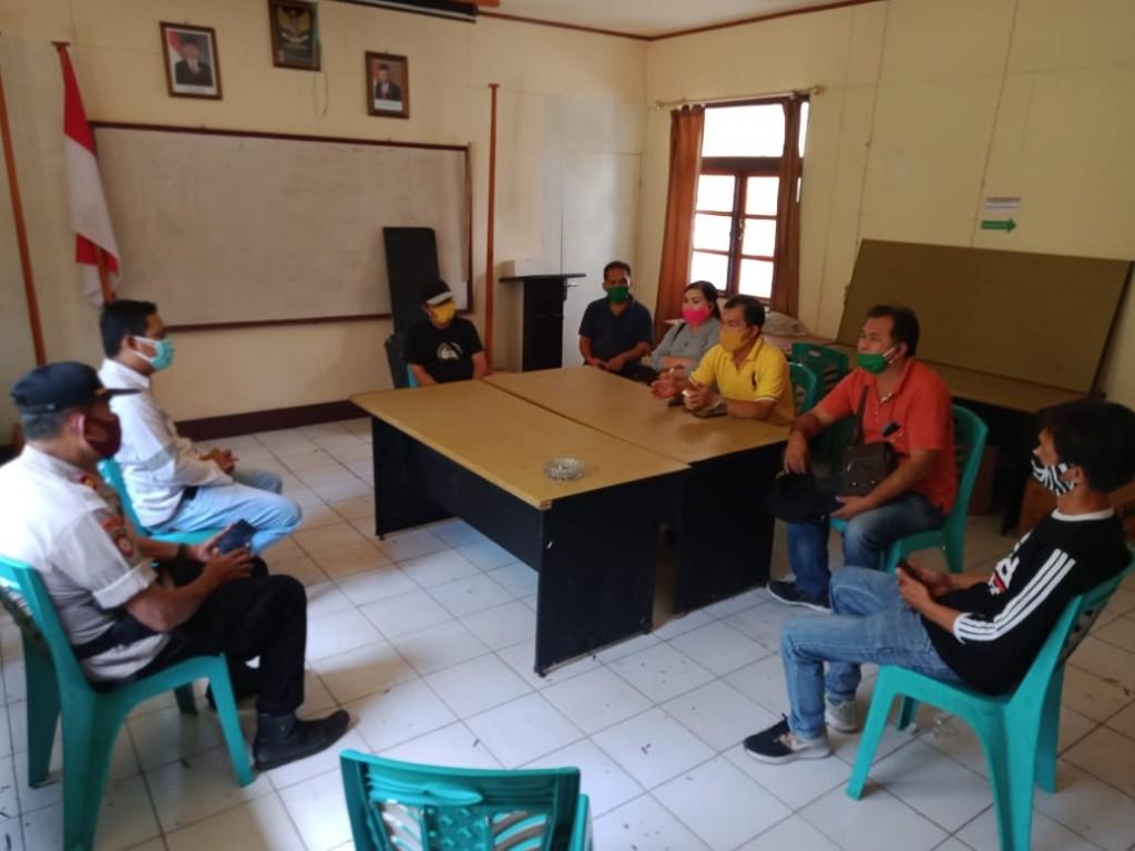 Pertemuan di Kantor PT SEJ Desa Karimbow antara Pemdes Picuan dan Picuan Satu, Sabtu (09/05/2020)