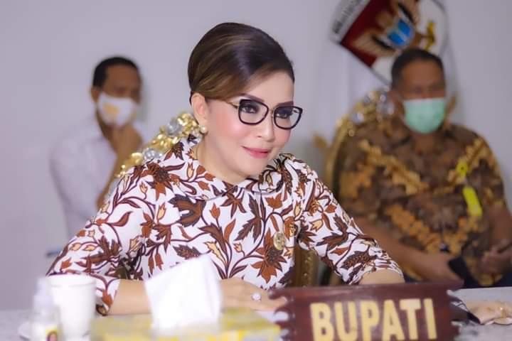 Bupati CEP saat mengikuti Rapat melalui Video Conference bersama Kepala BPK RI Perwakilan Sulut