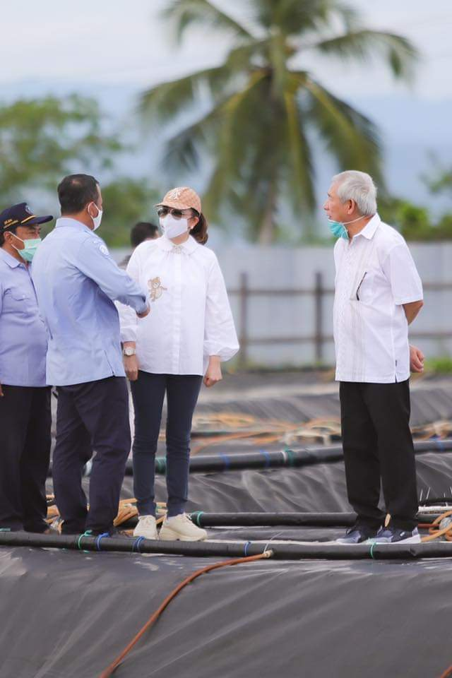 Bupati CEP berbincang dengan Menteri Edhy Prabowo di lokasi tambak udang