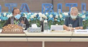 Walikota Maximiliaan Jonas Lomban (kiri) saat  kegiatan Seminar Kepemimpinan, Jumat (17/07/2020)