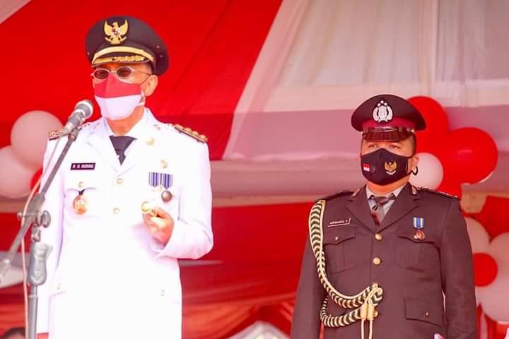 Bupati Minahasa Dr Ir Royke O Roring MSi bertindak sebagai Inspektur Upacara pada HUT ke-75 RI tingkat Kabupaten, Senin (17/08/2020)
