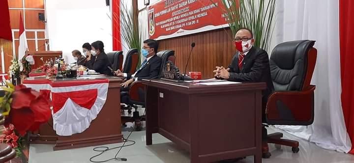 Sekretaris DPRD Kabupaten Minahasa Drs Dolfi Kuron ikut menghadiri Sidang Paripurna Istimewa DPRD Kabupaten Minahasa